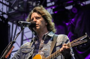 Photos: Melbourne Zoo's Twilight Series – Bernard Fanning